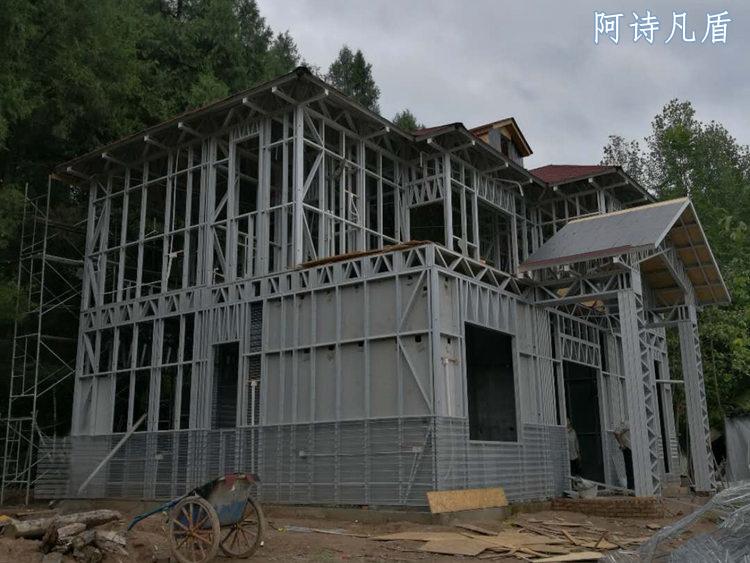 轻钢别墅房图片-在建